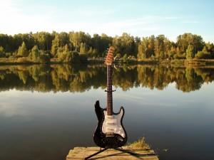 guitar-943476_1920